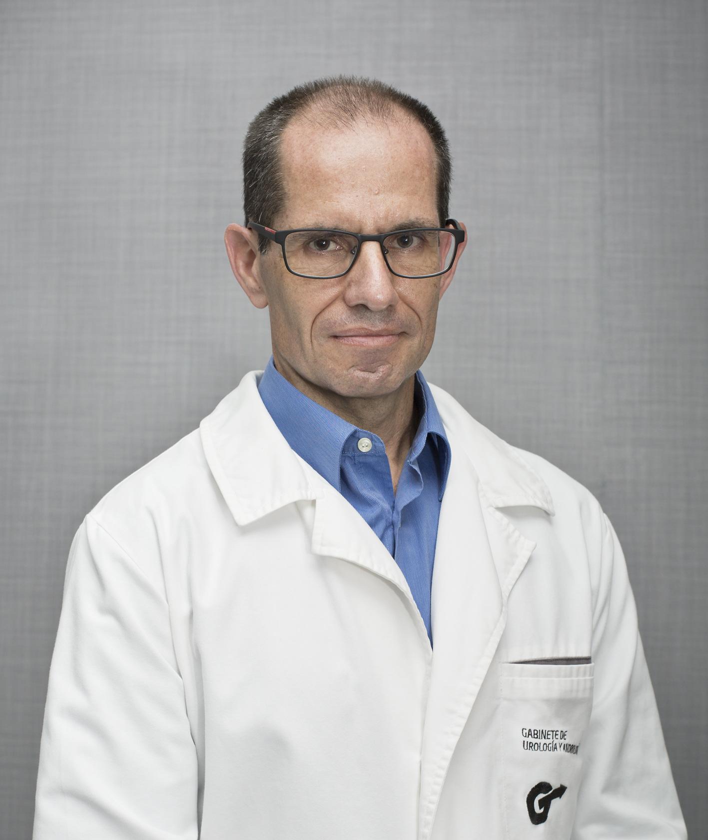 Dr. Héctor Ajubita Fernández